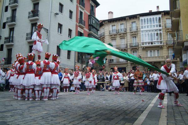 El Ayuntamiento Contratará Dantzaris, Gaiteros Y Txistularis Para Acompañar A La Corporación Municipal En San Fermín Y En Otras Festividades De La Ciudad