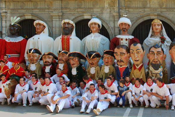 El Ayuntamiento Prorroga El Contrato Con A La Asociación Cultural Gigantes De Pamplona Que Realiza Las Actividades De La Comparsa De Gigantes Y Cabezudos Durante El Año