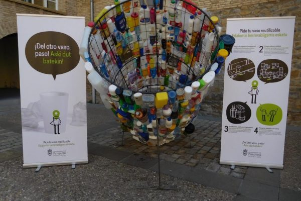 'Del Otro Vaso Paso, Aski Dut Batekin' Es El Lema De La Campaña Del Ayuntamiento De Pamplona Para Impulsar El Uso Del Vaso Reutilizable Estos Sanfermines