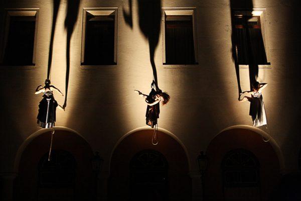 La Compañía De Danza Vertical Il Posto Traerá Desde Italia A Las Murallas Del Baluarte De Guadalupe Un Espectáculo Que Explora La Relación Con El Cine Y La Performance