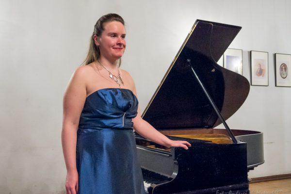 La Pianista Polaca Izabela Jutrzenka Ofrece Mañana Martes Un Concierto En La Escuela Especial De Música Joaquín Maya