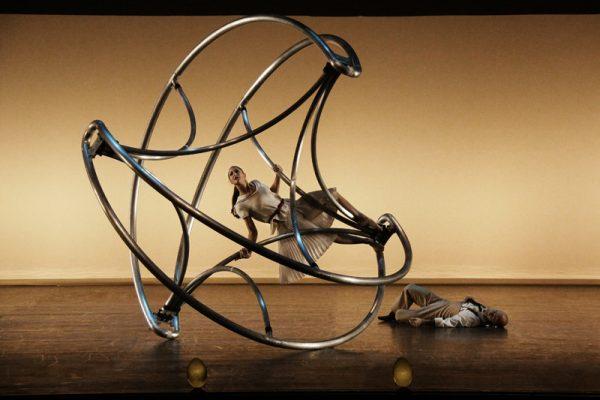 Un Telón De Dalí Presidirá El Sábado 'La Verità', Espectáculo De Teatro Acrobático E Imágenes Oníricas De La Compagnia Finzi Pasca