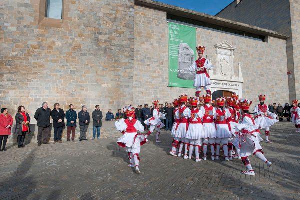 La Comunidad Foral Rinde Homenaje Al Reino De Navarra Con Una Ofrenda Floral Y Música
