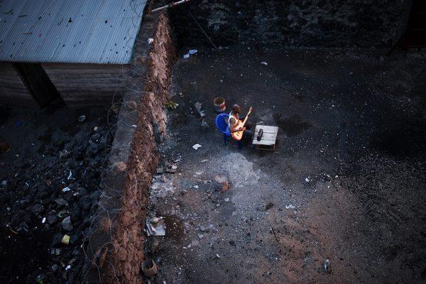 Llegan Las Fotografías A Judith Prat A La Ciudadela De La Mano De África Imprescindible Con 'Expolio/ Espoliazioa', Una Denuncia Sobre Los Conflictos De Congo Y Nigeria